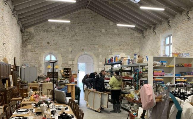 Secours catholique : les boutiques réunies !